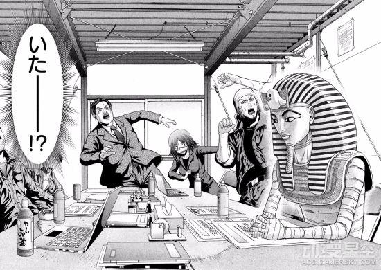 --> 日本漫画总是不乏一些搞笑的恶搞成分,而在近日发售新刊的这部漫画《法老夫》里,威严的埃及法老王被描绘成搞笑艺人,复活的他居然来到便利店开始了打工生涯。  《法老夫》是漫画家和田洋人笔下的作品,故事采用破天荒的设定,将历史上的埃及法老与现代日本相结合,打造出埃及古代君王融入现代社会的诙谐日常剧情。
